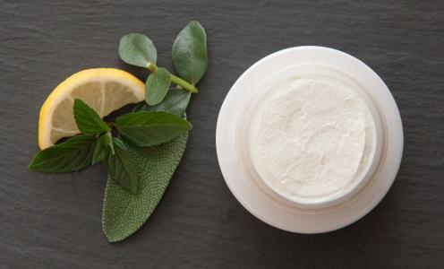 Přírodní deodoranty: v čem se liší od klasických a proč jsou lepší