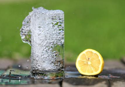 10 důvodů, proč pít teplou vodu