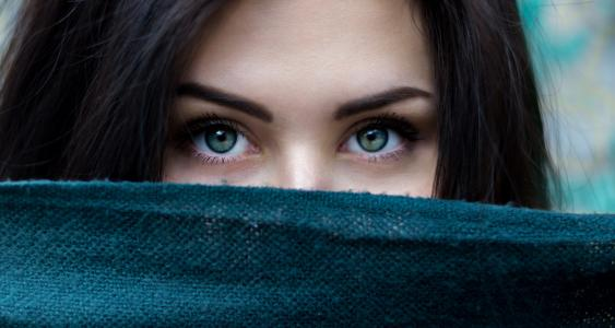 10 vlastností, které mají pouze chytré ženy