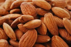 10 pádných argumentů, proč milovat mandle