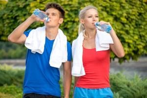 Jak dodržovat správný pitný režim při sportování?