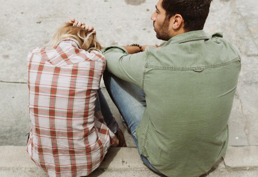 Randit s někým, kdo nikdy nebyl ve vztahu