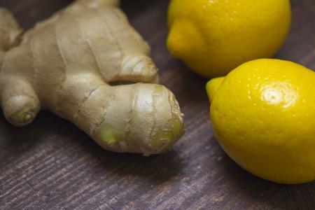 10 druhů bylinek a zeleniny, které můžete levně pěstovat stále dokola