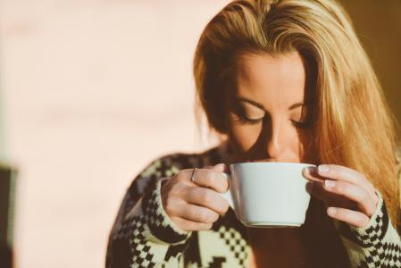 7 čajových směsí proti menstruačním problémům