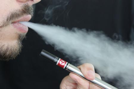 EVALI - nemoc, kterou způsobuje kouření elektronických cigaret