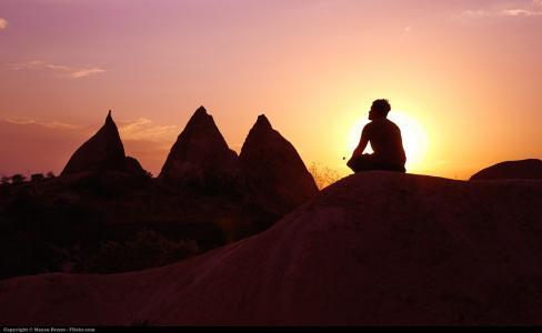 5 typů meditace, které nemusíte dělat v sedě