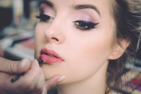 10 škodlivých vedlejších účinků make-upu