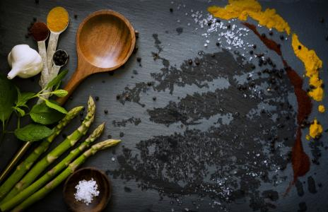Nejlepší bylinky a koření proti nadýmání