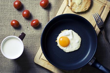 Kolik gramů bílkovin je třeba denně sníst, abychom byli zdraví?