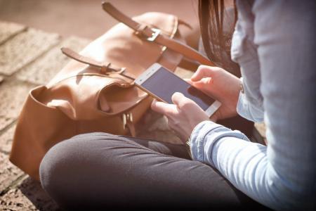 Stres a rozvrácené vztahy. Jak smartphony ovlivňují náš mozek?