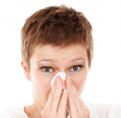 10 přírodních léků proti alergické rýmě