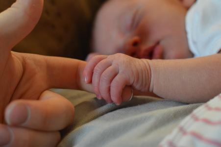 10 tipů, jak pečovat o novorozence